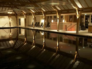 Sequoia SPA, HERTFORDSHIRE Classic commercial spaces by Hoch Bau Architecture Classic