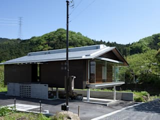 Industrialne domy od H2O設計室 ( H2O Architectural design office ) Industrialny