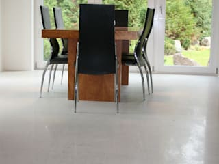 Modern Living Room by EPT Baugesellschaft mbH & Co. KG Modern