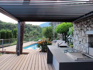 Balcones y terrazas modernos de INSIDE Création Moderno