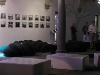 Worm Sofa:  in stile  di SeFa Design by nature