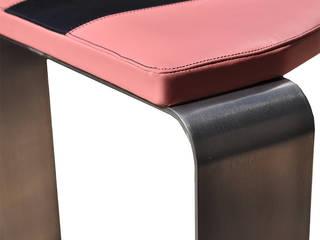 Tavolo e sedie Tron di Studio MP Moderno