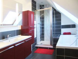 Baños de estilo moderno de HOME feeling Moderno