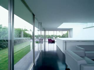 ATTICO CON GIARDINO - MILANO Case in stile minimalista di SERGIO PASCOLO ARCHITECTS Minimalista