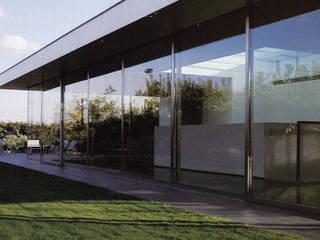 ATTICO CON GIARDINO - MILANO: Case in stile in stile Minimalista di SERGIO PASCOLO ARCHITECTS