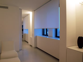 LOFT - BERGAMO: Case in stile in stile Minimalista di SERGIO PASCOLO ARCHITECTS