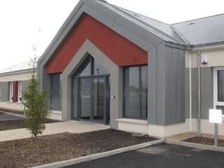 Bureaux 350 M2 - Projet neuf - Hall d'accueil , Salles de réunion et salle de détente Bureau par Interieurs Autrement