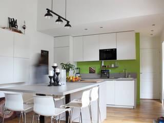 Maison MDRD: Maisons de style  par BIENSÜR Architecture
