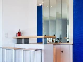 Appartement vue sur Paris par Interieurs Autrement