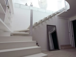 Modern Corridor, Hallway and Staircase by Gimmigi Lab Architettura Modern