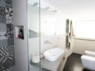 Casa L_01: Bagno in stile  di Gimmigi Lab Architettura