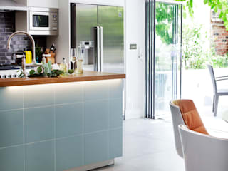 Furlong Road:  Kitchen by Matteo Bianchi Studio,
