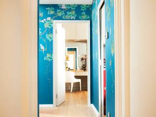 Couloir et hall d'entrée de style  par Matteo Bianchi Studio