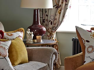 Country Home Living Room:  Living room by Charlotte Crosland Interiors