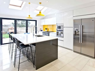 Bright, clean, contemporary Cucina moderna di homify Moderno