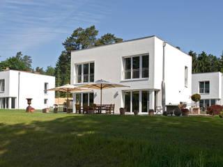 """Jesteburger Sonnenhäuser - """"Energystyle"""": Energiesparen in seiner schönsten Lebensform Häuser von Jesteburger Sonnenhäuser GmbH & Co. KG"""