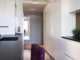 Duplex sur le toit Cuisine moderne par Agence LVH Moderne
