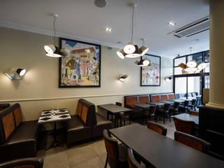 LE PARIS PLAGE: Restaurants de style  par DOGSIGN
