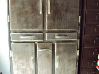 Buffet cucina anni 50 in ferro decapato:  in stile industriale di Neoretro, Industrial