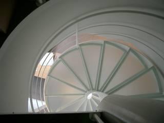 Helicoidal staircase by Ni.va. Srl Сучасний