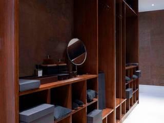 Walk in Wardrobe: classic  by Siobhan Loates Design Ltd, Classic