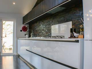 White Gloss & Latte Oak Cuisine moderne par Creative Designs Moderne