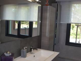 Salle de bain contemporaine: Salle de bains de style  par Happy Family Déco