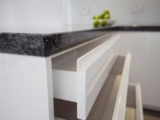Muswell Hill N8: Contemporary light kitchen Cocinas clásicas de Increation Clásico