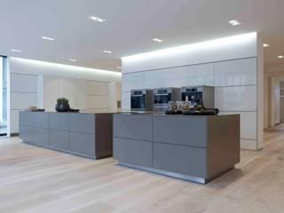 Modern kitchen by Holz + Floor GmbH | Thomas Maile | Wohngesunde Bodensysteme seit 1997 Modern