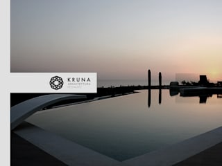 Collina sul mare: Piscina in stile in stile Moderno di KRUNA - Architettura Restauro