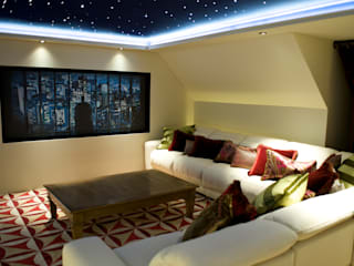 Lakeview cinema London Residential AV Solutions Ltd モダンデザインの 多目的室