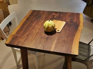 Tavolo bordi naturali di Vud Design