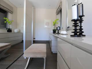 Closets de estilo moderno por Cheryl Tarbuck Design