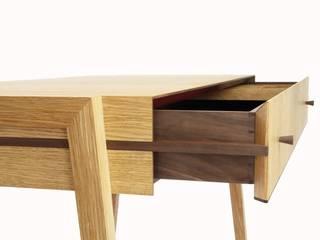 Animate Desk: modern  von Young & Norgate,Modern