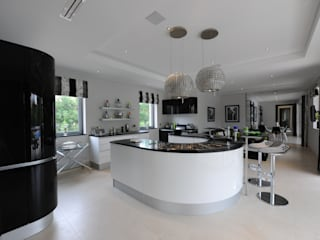Quinta do Lago Cheryl Tarbuck Design Modern kitchen