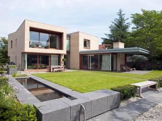 New villa in West Edinburgh - Garden:  Houses by ZONE Architects