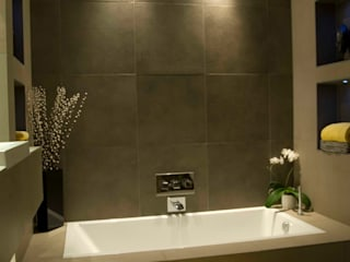 Farringdon Loft Conversion:  Bathroom by Matteo Bianchi Studio,