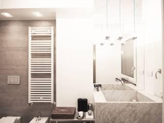 Apartment IN: Bagno in stile  di Marco Quagliatini - Estro Group