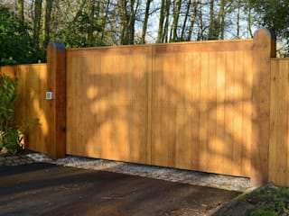 Bespoke Flat Top Oak Gate:   by Swan Gates