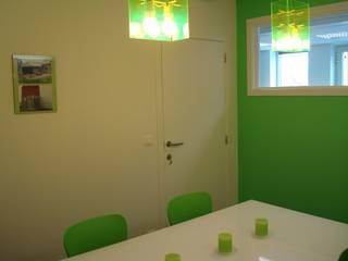 Salle de réunions: Bureaux de style  par SoDa créations pétillantes