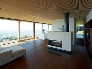 Dietrich | Untertrifaller Architekten ZT GmbH Soggiorno moderno