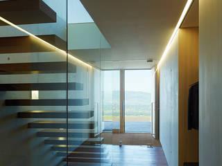 Modern corridor, hallway & stairs by Dietrich | Untertrifaller Architekten ZT GmbH Modern
