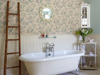 BATH ROOM DESIGNS BY HOLLY KEELING:  Bathroom by holly keeling interiors and styling