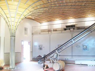 CHÂTEAU CORBIN MICHOTTE: Cave à vin de style de stile Rural par 3759 Architecture