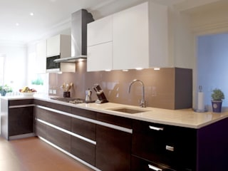 London Townhouse - Golders Green:  Kitchen by Eliska Design Associates Ltd.