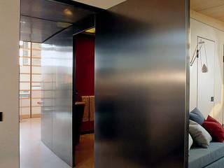 Arredamenti su misura realizzati da NIVA-line: Casa in stile  di Ni.va. Srl