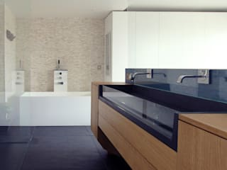 Bathroom by Agence Glenn Medioni