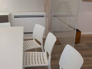 Salle à manger moderne par G/G associati studio di ingegneria e architettura _ing.r.guglielmi_arch.a.grossi Moderne