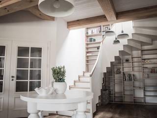 Pasillos, halls y escaleras escandinavos de grupa KMK sp. z o.o Escandinavo
