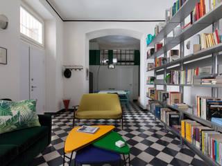 APPARTAMENTO E.C.: Soggiorno in stile in stile Moderno di Elena Cerizza Architetto